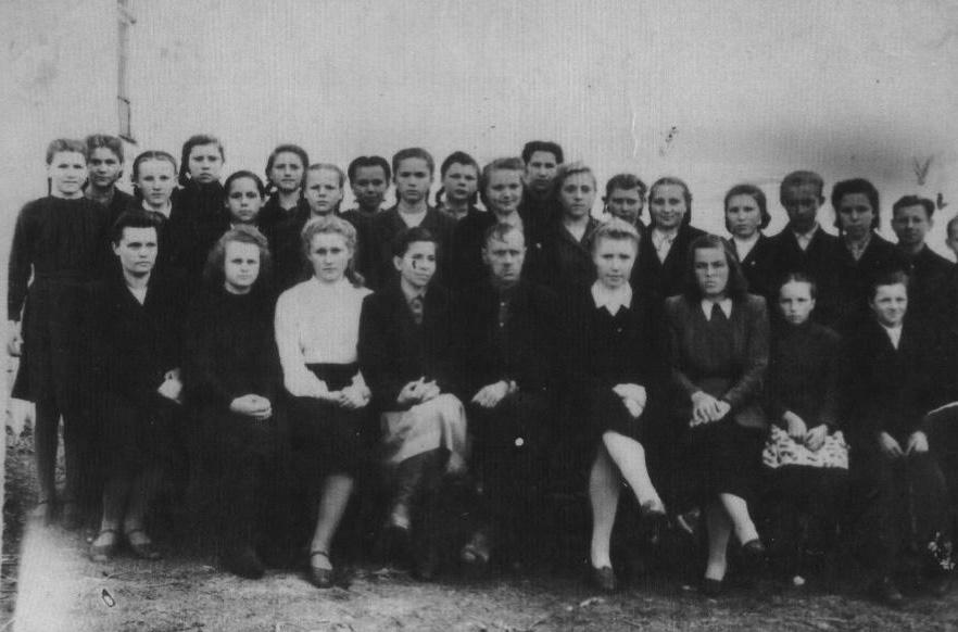 Лебедев Николай Авенирович, в центре, нижний ряд